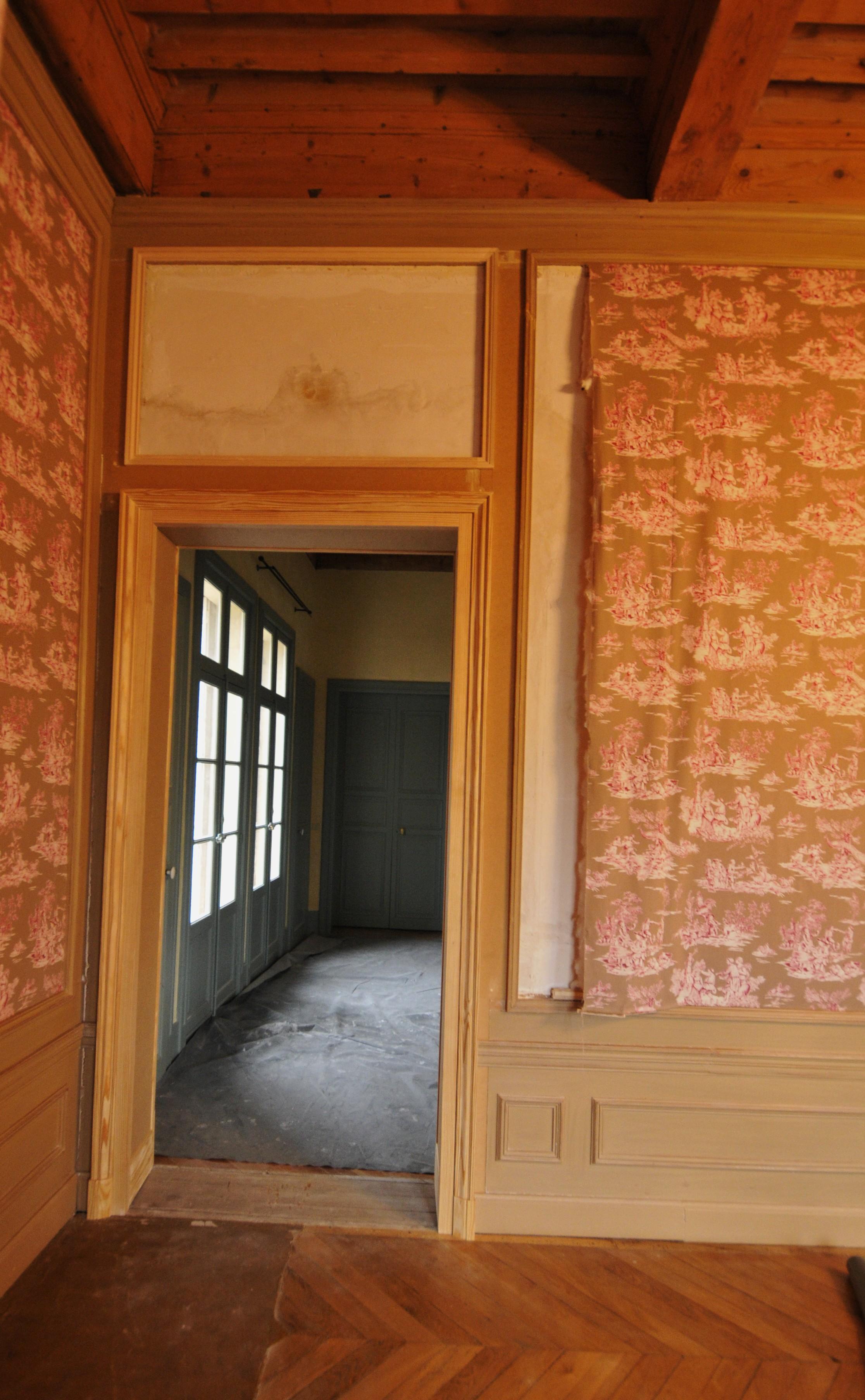 Chambranle de porte dans un chateau for Chambranle de la porte