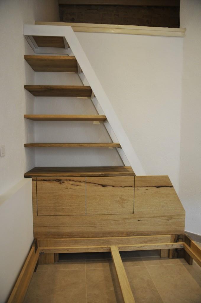 Escalier Biblioth Que En Bois Et M Tal Int Grant Des Rangements Et Une T Te De Lit