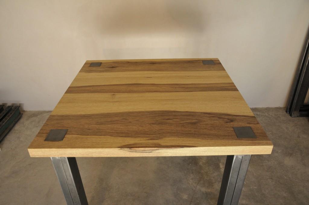 Table en m tal et bois for Restauration d une table en bois